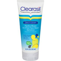 Daily Clear Hydra-Blast Oil-Free Acne Face Wash by clearasil