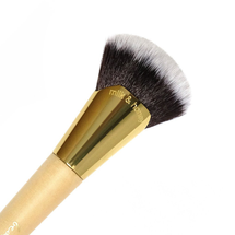 Milk & Honey Highlighting Brush by Beauty Bakerie