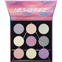 Like Clouds In The Sky Air Eyeshadow Palette by essence