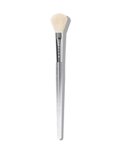J02 Accent Light Highlighter Brush by Jaclyn Cosmetics